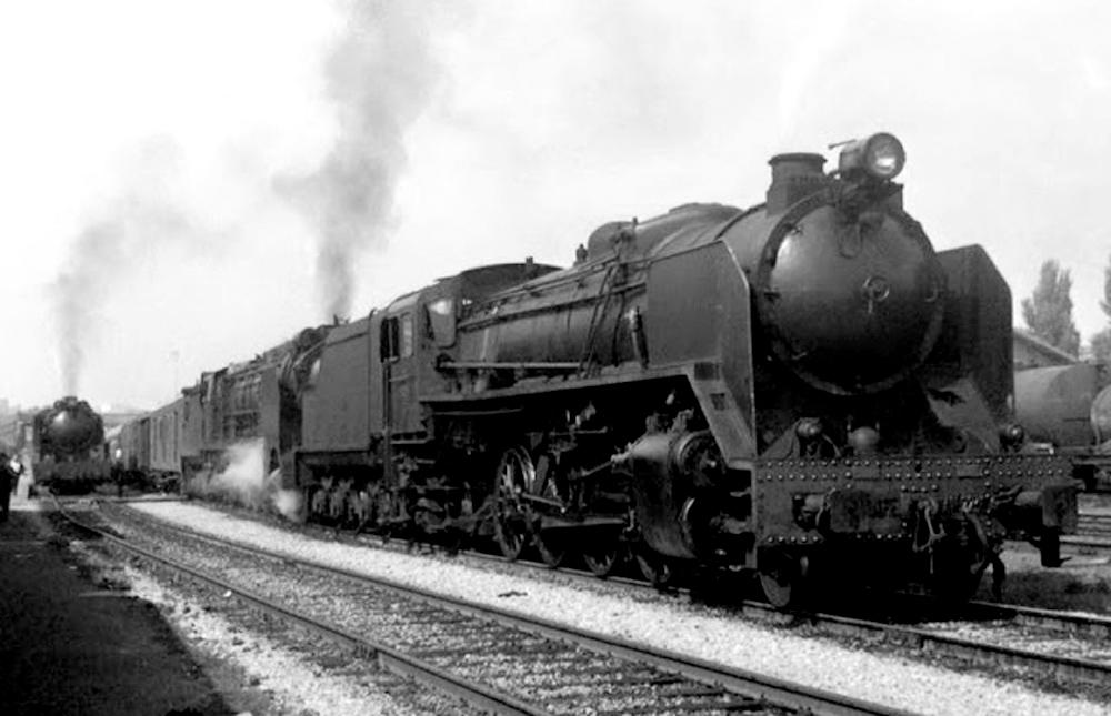 141F-2236-en-cabeza-del-Shangai-LA-CORUÑA-BARCELONA-en-la-estación-de-LLEIDA.-Año-1969.-Autor-Carlos-Escudero.-Fuente-Ezequiel-Perez-Martinez.