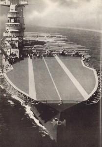 Biplanos en la cubierta del USS Lexington