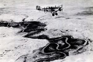 Un Fairey Gordon sobre el río Jordán