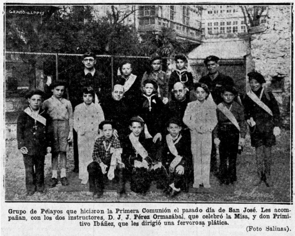Un grupo de Pelayos el día de su Primera Comunión