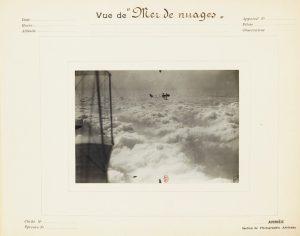 Un plácido mar de nubes en tiempo de guerra