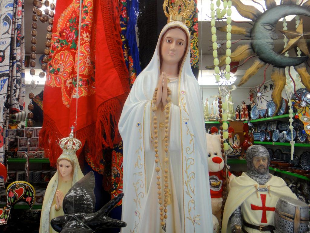 Imágenes sagradas y guerreros medievales: recuerdos de Portugal