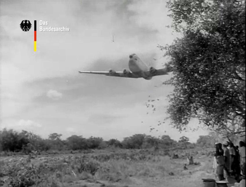 La USAF bombardea Tanganica con sacos de maíz